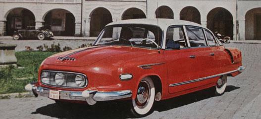 Léghűtés, farmotor, nyolc henger, áramvonal, prágaivillamos-festés. A cseh autóipar remeke volt a Tatra 603
