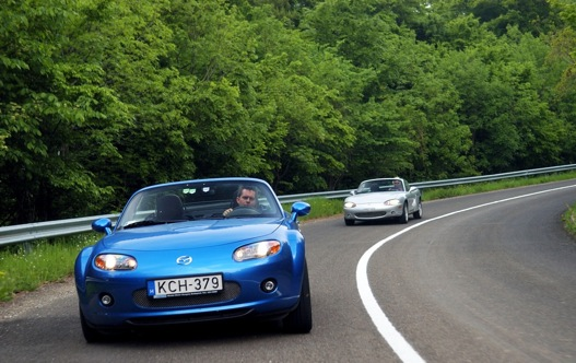 Harmadik és második generációs Mazda Miaták