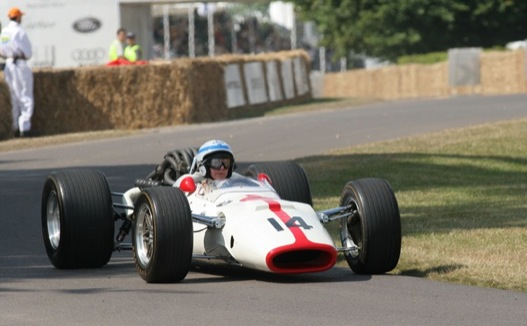 John Surtees a Honda RA300-ban