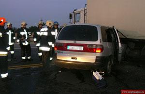A kezdeti idők legjellemzőbb balesete: a kamion megfordult a záróvonalon
