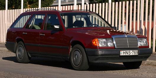 Ez a fotó jelent meg a hasznaltauto.hu-n. Mindenki dicsérte - de nem az autót. Pedig abszolút szabványos kép, ráadásul árnyékban van a kocsi innenső oldala, ezért rossz is