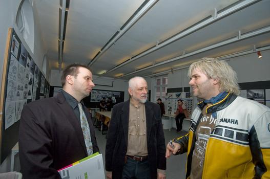 Balról Koós Pál formatervező tanszékvezető-helyettes