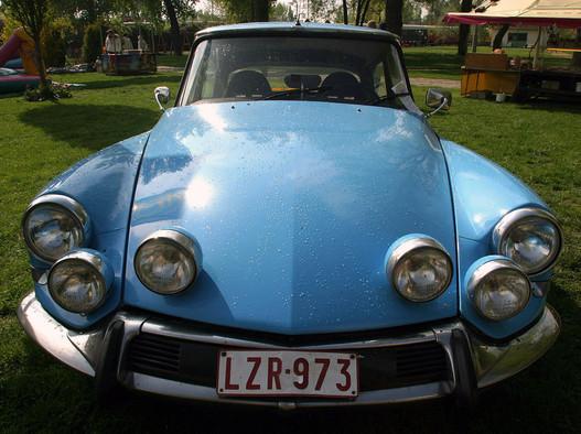 Citroën DS kupé, egy darab létezik, az is belga. Ilyen kocsik gyárilag csak homológ ralikivitelben készültek