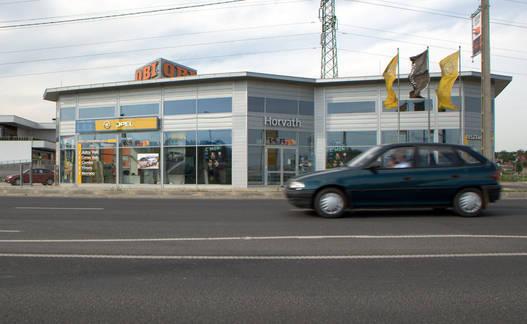 A Sopronba bevezető Győri úton áll a szalon