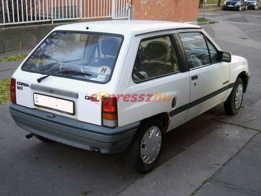 Mindig is jó autó volt a régi Corsa. Ezt itt 119 ezerért mérik, napi használatból adják el