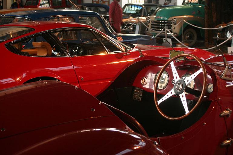 Kis térben is lehet szép a kilátás. Az Alfa vezetőüléséből a Ferrari ablakára nyílik a panoráma