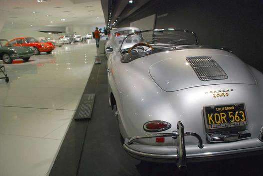 Kaliforniai 356 Speedster. Hankook gumikkal, lol. Ezek az amerikaiak nagyon érzik mit kell teni egy könnyített oldtimer speciálgépre