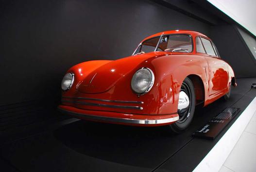 Ferry Porsche addig várt, amíg be nem érkezett 50 megrendelés az új autóra. Valójában 52 lett, ez abból a batchből az egyik
