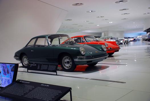 Typ 754, vagy más néven a T7. 1959-ben már idáig jutott Ferry Porsche. Mindenképpen négyüléses kocsit akart, ezért a fura farforma