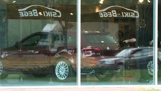 Viva Italia! Gyönyörű szalon, gyönyörű autók. Az eladók meg reggeltől sziesztáznak