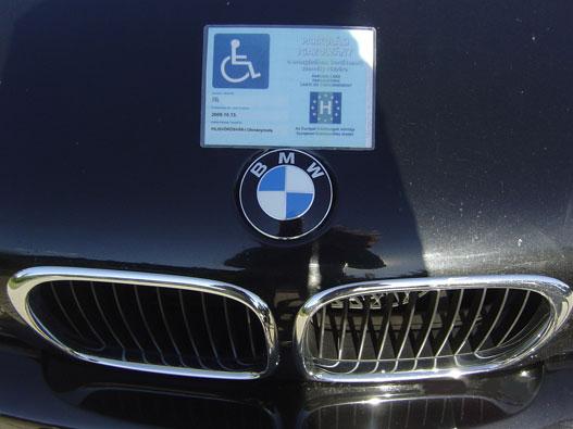 Ez nem kamu, igazi BMW igazi rokikártyával