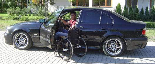 János autója egy ötös BMW, a tolószék Ti Lite
