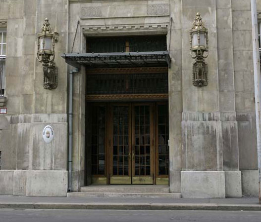A Pénzügyminisztérium főbejárata.