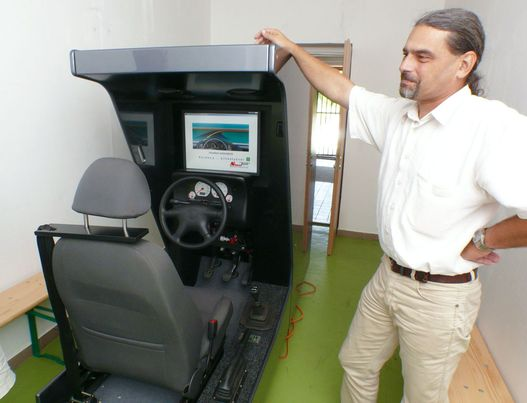Köves Szilárd a cég ügyvezetője, a vezetésbiztonság valódi megszállottja