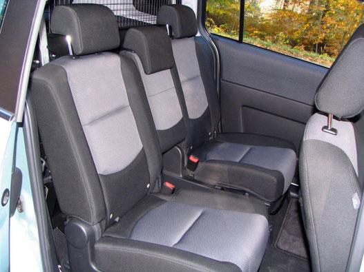 Az N1 haszonjármű maximum ötszemélyes lehet. Mint ez a Mazda5