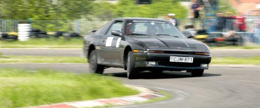 Toyota Supra puhácska futóművel