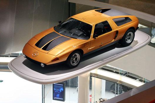 Ez a stuttgarti Mercedes-múzeumban van. Egy C111-II, külön platformon