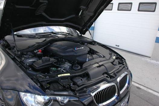 A púp alatt egy négyliteres V8-as