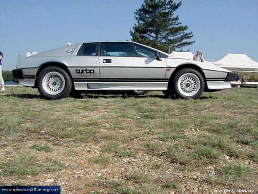 Lotus Esprit S2. Ilyennel búvárkodott James Bond, alias Roger Moore