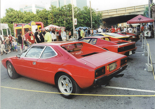 Eleinte a 308 GT4 2+2-n sem volt Ferrari-logó