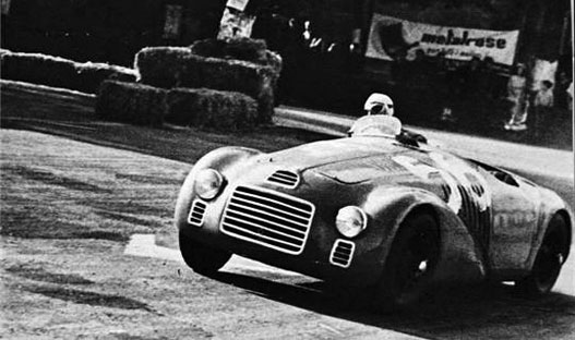 Ferrari Tipo 125 S, az első. Akkor nagyon modern volt ez a dobozforma