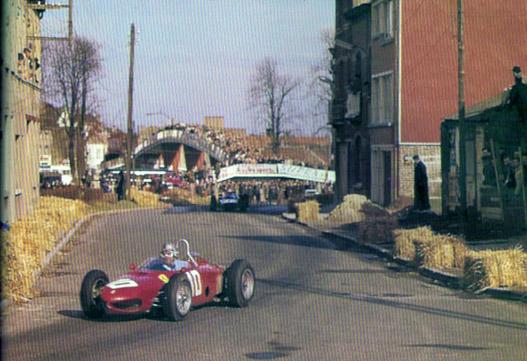 Elöl teper a V8-as Ferrari GP-autó