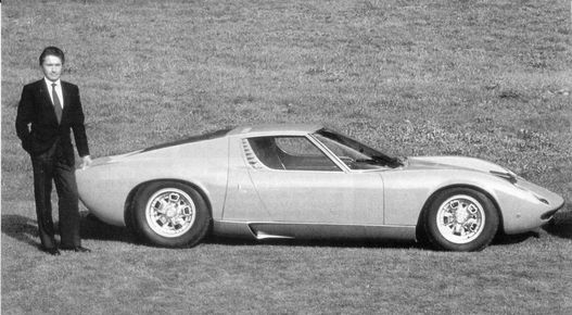 Középmotor, keresztben elhelyezett V12 - Lamborghini nagyot ütött a Miurával