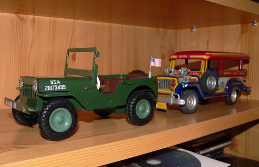 Lemezautók: egy II. világháborús Jeep Amerikából, és egy Jeepney a Fülöp-szigetekről