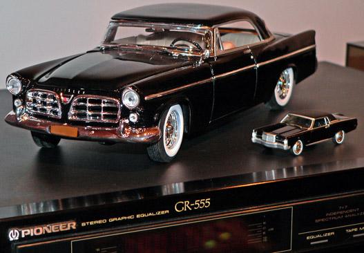 1:18 és 1:68: Chrysler és Lincoln a hifi tetején