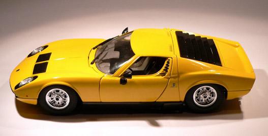 A világ egyik legszebb sportkocsija modellben is jól mutat