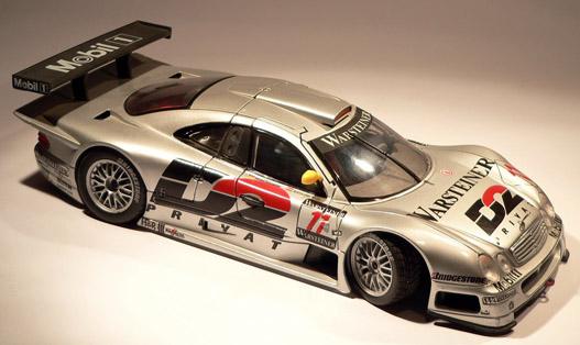 A versenygépek iránt sokan érdeklődnek. Mercedes CLK, GTR változatban, 1:18-as Maisto interpretációban
