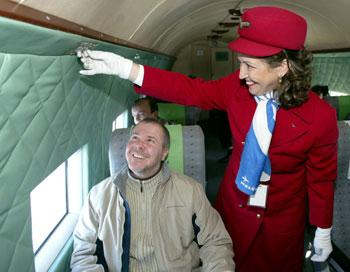 Rebeka, az egyetlen még ma is aktív stewardess, aki anno a LI-2-n kezdte pályafutását