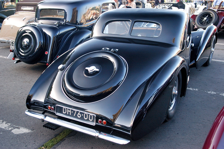 A Bugatti Type 57 SC-t Ettore Bugatti fia, Jean tervezte, és 1937-ben tudott 200-zal menni
