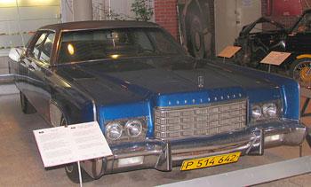 7536 köbcenti és 2380 kilogramm. Brezsnyevnek több mint húsz autóból álló kollekciója volt, a Lincoln ezek közül az egyik