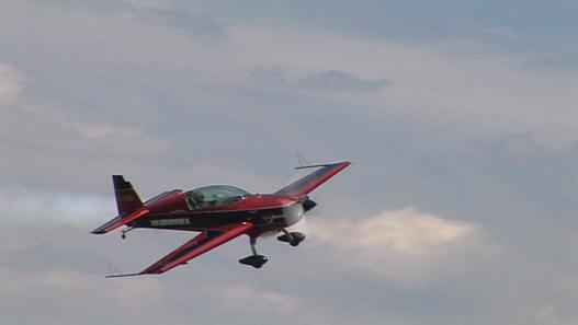 Az Extra eggyel korábbi változatával repült még nemrég Besenyei Péter is