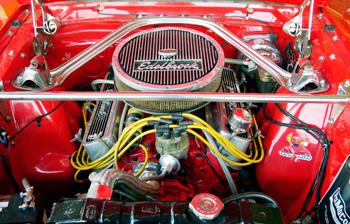 A kupé 4,7 literes, 200 lóerős motorja