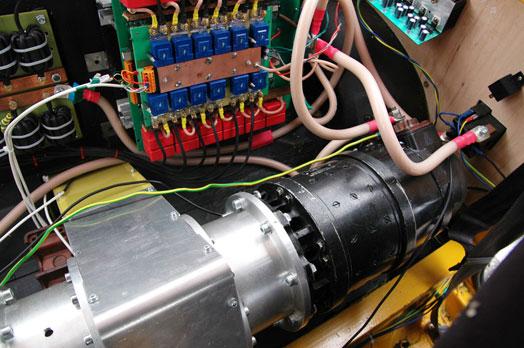 Az IL-18-as indítómotorhoz rendes elektronika is jár