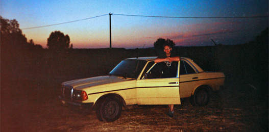 Hej, azok a jó kis útközben megélt naplementék. A Mercivel rendszerint éjjel jártam az országot, akkor kevésbé zavartam a forgalmat a tohonya döggel