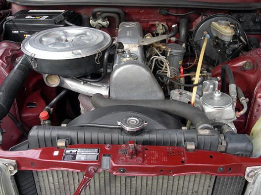Egy gyönyörűen restaurált 300D motortere