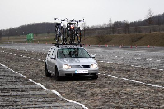 Belga blokkok három kilométer hosszú sora, amire mi az mondanánk: macskakő, Thököly út