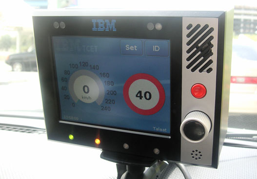 A CBOX képernyőjén az aktuális sebesség és a sebességkorlátozás