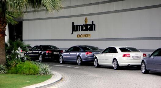 A szomszéd hotelben (Burj al-Arab) minden taxi Rolls-Royce Phantom