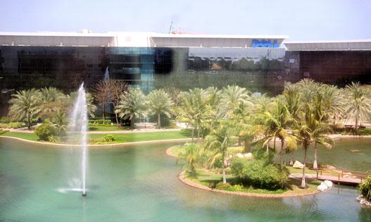 Erre jó az olajpénz (a Dubai Internet City belső udvara)