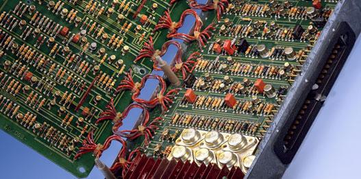 Analóg ős-ABS vezerlő es korszerű ABS a hozzájuk tartozó hidraulikus egységgel. No szoftver, no problem?