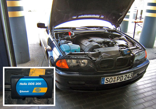 Mr. Bradley BMW-je felszerelkezve az új rendszerrel