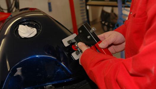 Motorkerékpártank javítása sokszor csak ezzel a módszerrel oldható meg