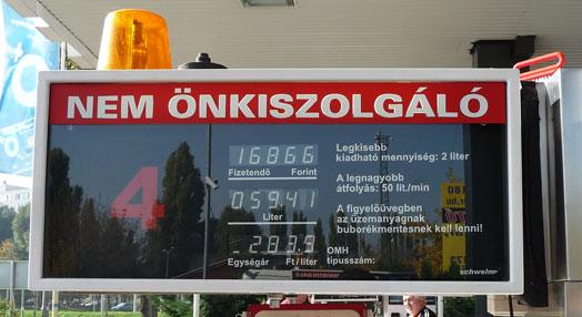 59,47 liter a gyárilag 45 literesnek mondott tankba