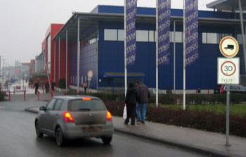 A Tesco parkolója egy nagy harmincas zóna