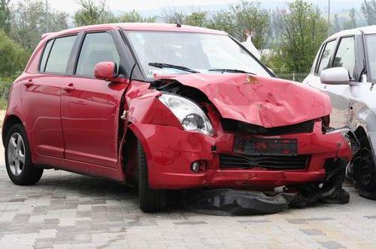 Majdnem új Suzuki Swift durva, frontális ütközés után: ebből még autó lesz