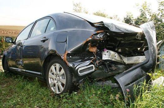 Ráfutásos baleset után: ehhez egy elöl sérült Avensis kell és kezdődhet a Lego